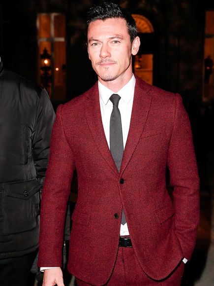 Red Suits - Luke Evans in 2 buttoned burgundy jacket